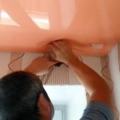 Как демонтировать натяжной потолок?