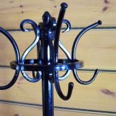 Напольная вешалка – это стильный и функциональный предмет интерьера прихожей