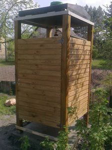 Деревянный душ для дачи своими руками