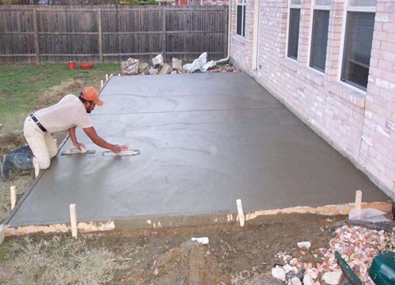 Как залить бетонную дорожку
