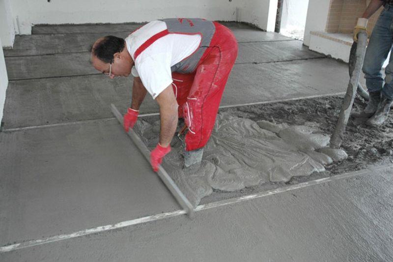 укладка цементного раствора на бетон